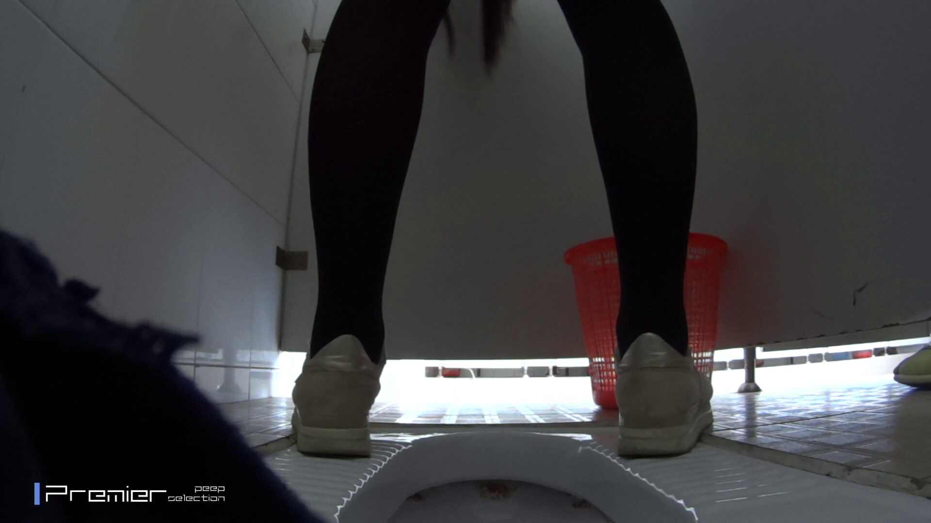 めくれ上がる陰部からの大聖水!大学休憩時間の洗面所事情27 洗面所  78pic 12