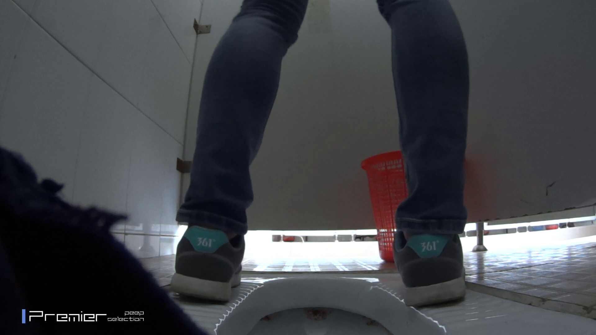 めくれ上がる陰部からの大聖水!大学休憩時間の洗面所事情27 洗面所  78pic 22