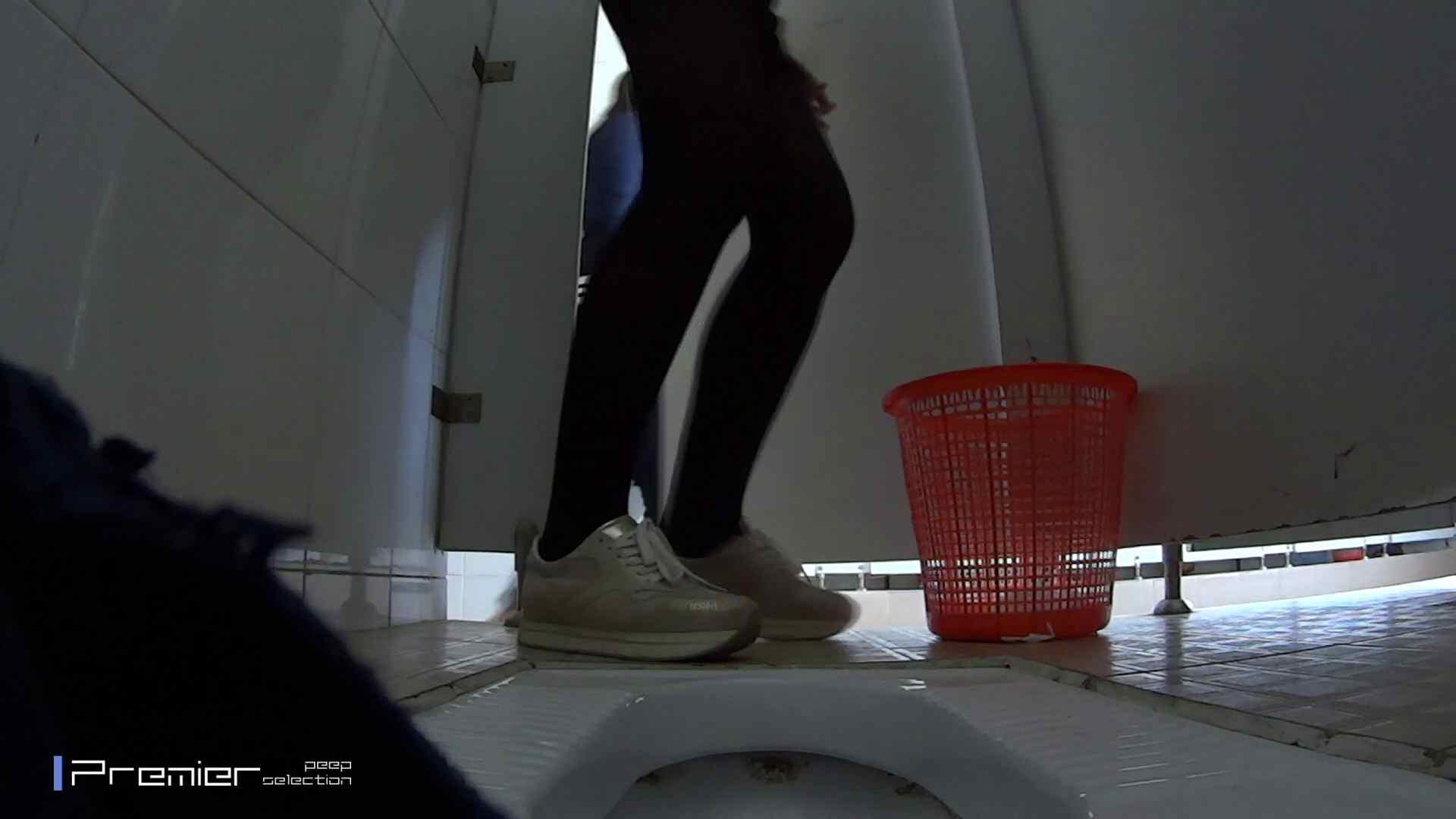 めくれ上がる陰部からの大聖水!大学休憩時間の洗面所事情27 洗面所  78pic 60