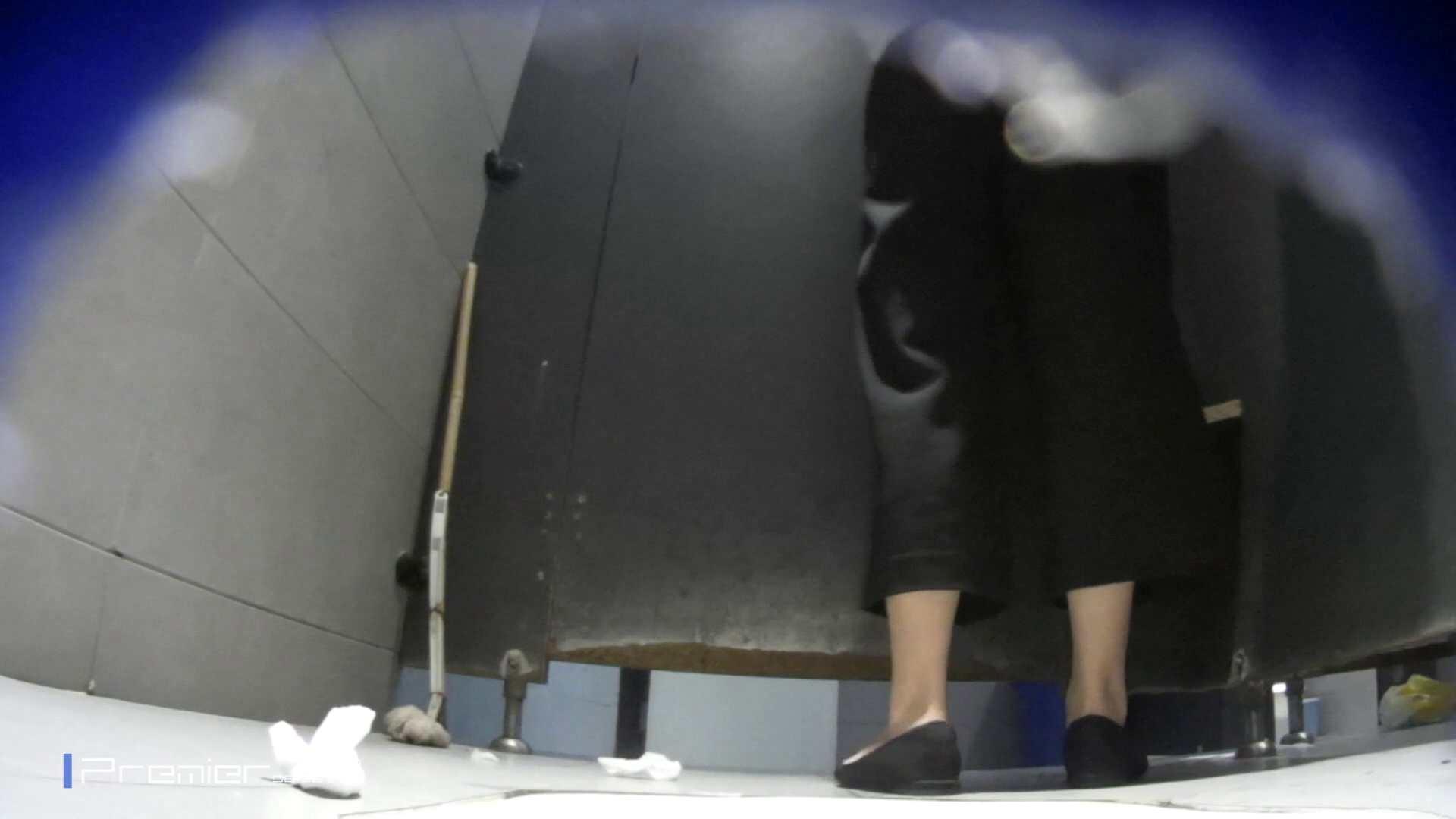 熟女の洗面所 若い子もいます。大学休憩時間の洗面所事情68 お姉さん  99pic 27