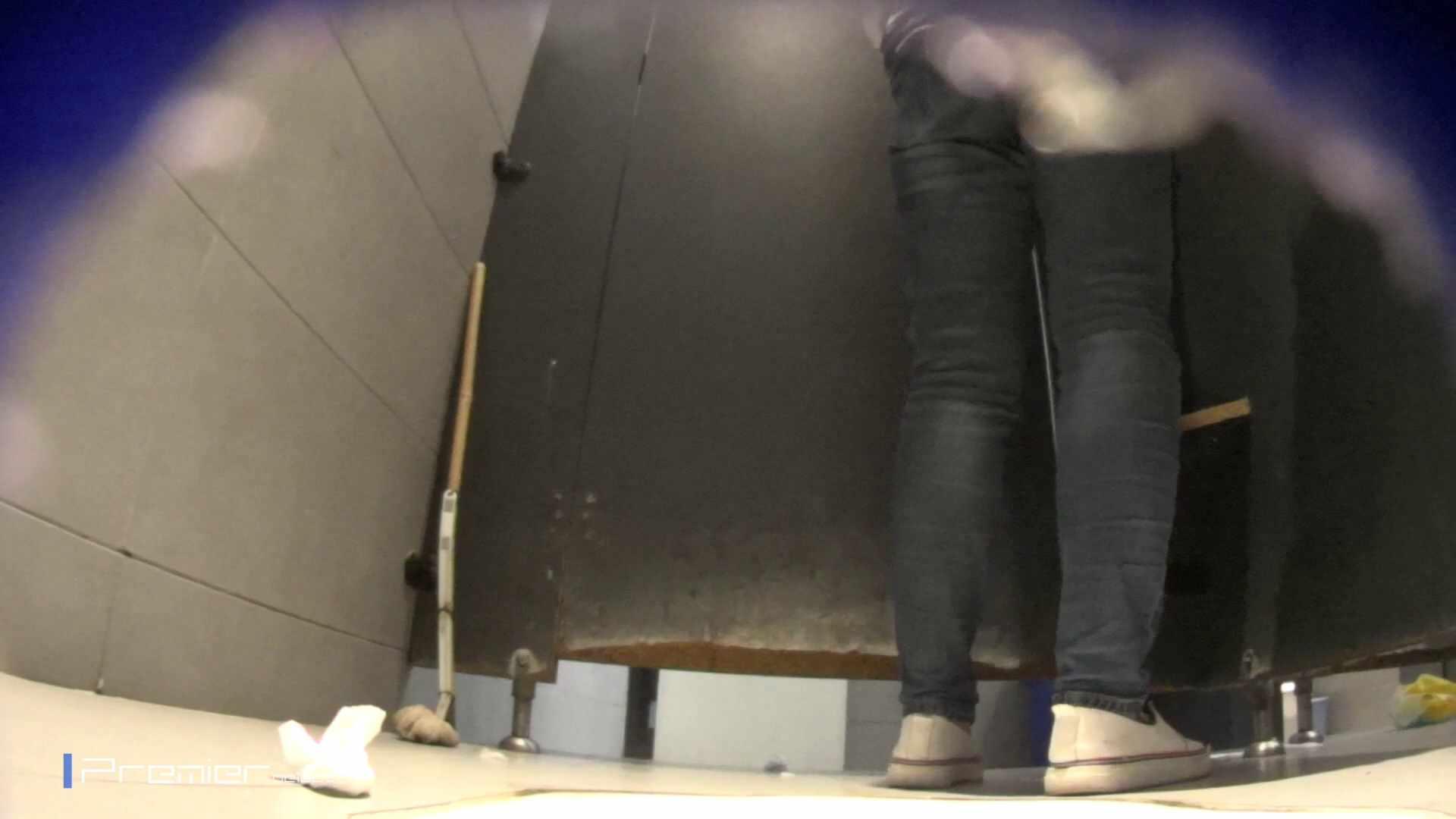 黒スパッツ美女 大学休憩時間の洗面所事情70 美女  68pic 49