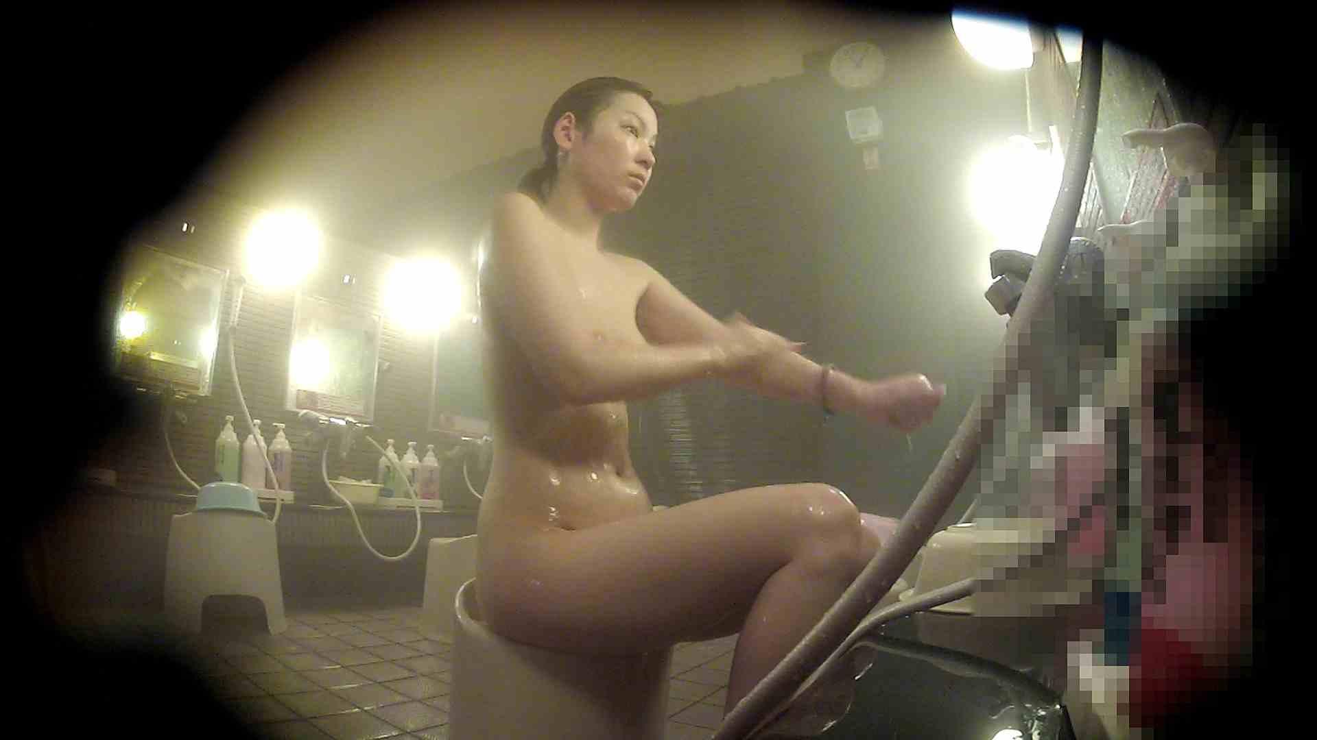 セックス 盗撮:洗い場!スタイル良し!ツンっと突き出た乳首に吸い付きたい:怪盗ジョーカー