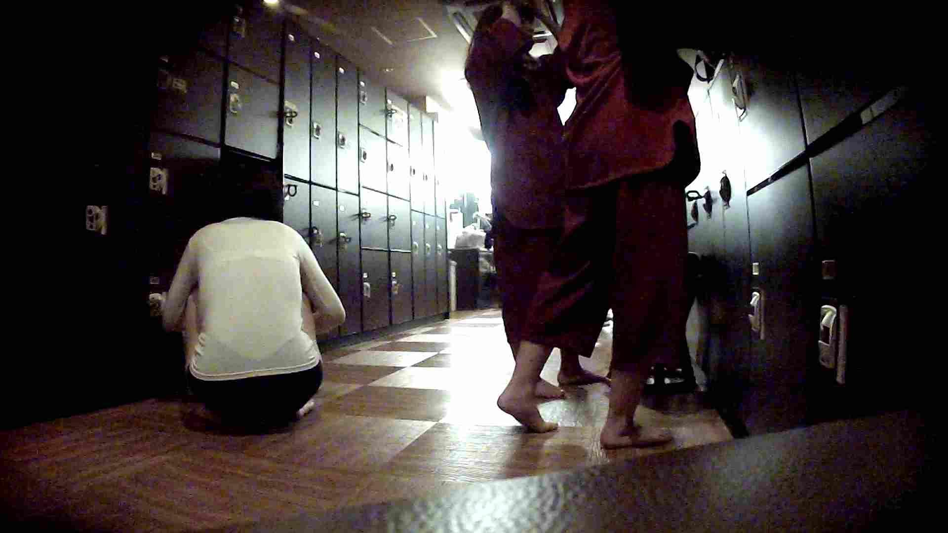 脱衣所!オムニバス 大混雑!注目はあの人の御御足でしょう。 潜入  67pic 11