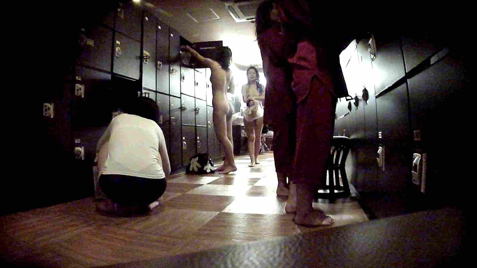 脱衣所!オムニバス 大混雑!注目はあの人の御御足でしょう。 潜入  67pic 17