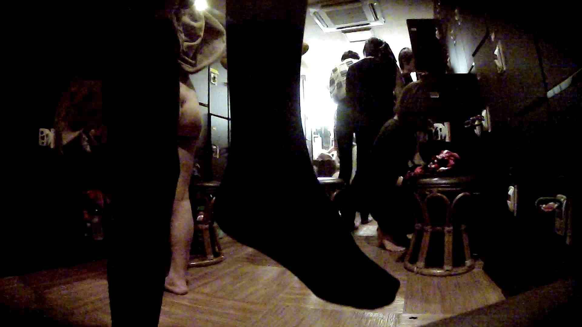脱衣所!オムニバス 大混雑!注目はあの人の御御足でしょう。 潜入  67pic 24