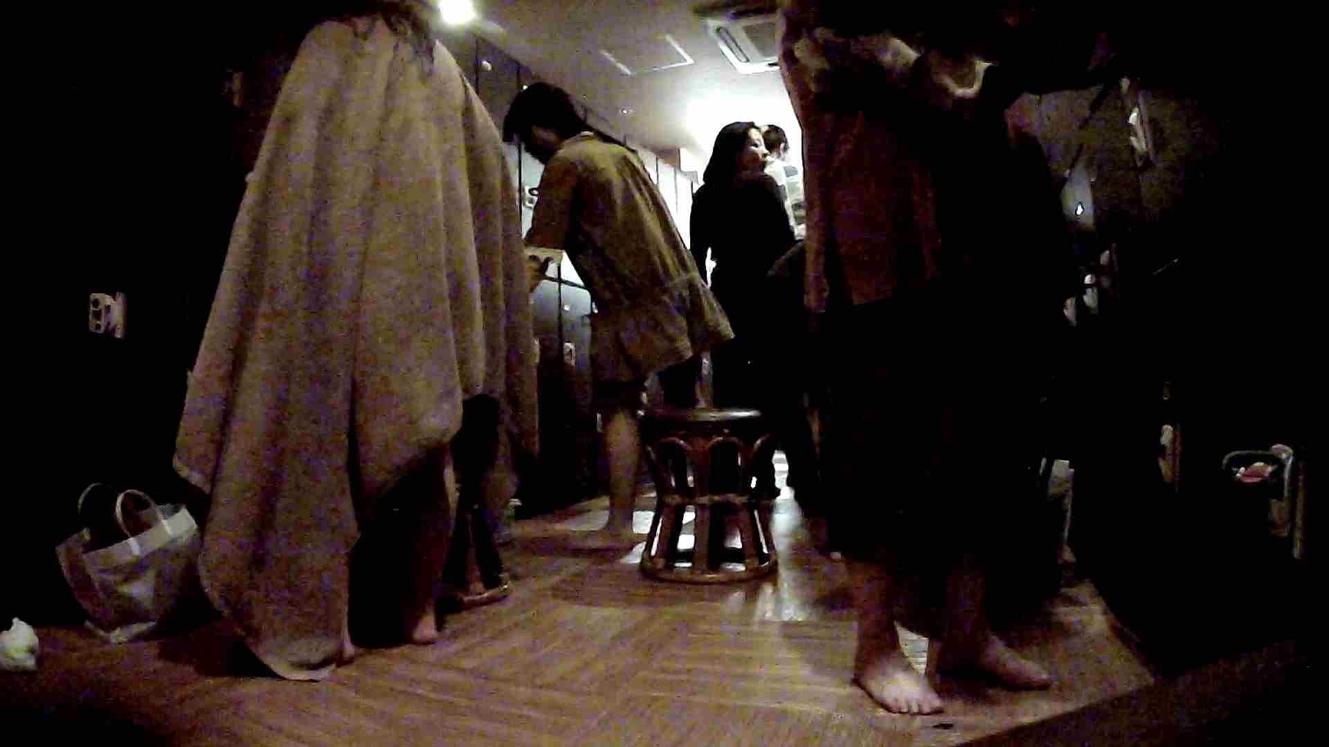 脱衣所!オムニバス 大混雑!注目はあの人の御御足でしょう。 潜入  67pic 36