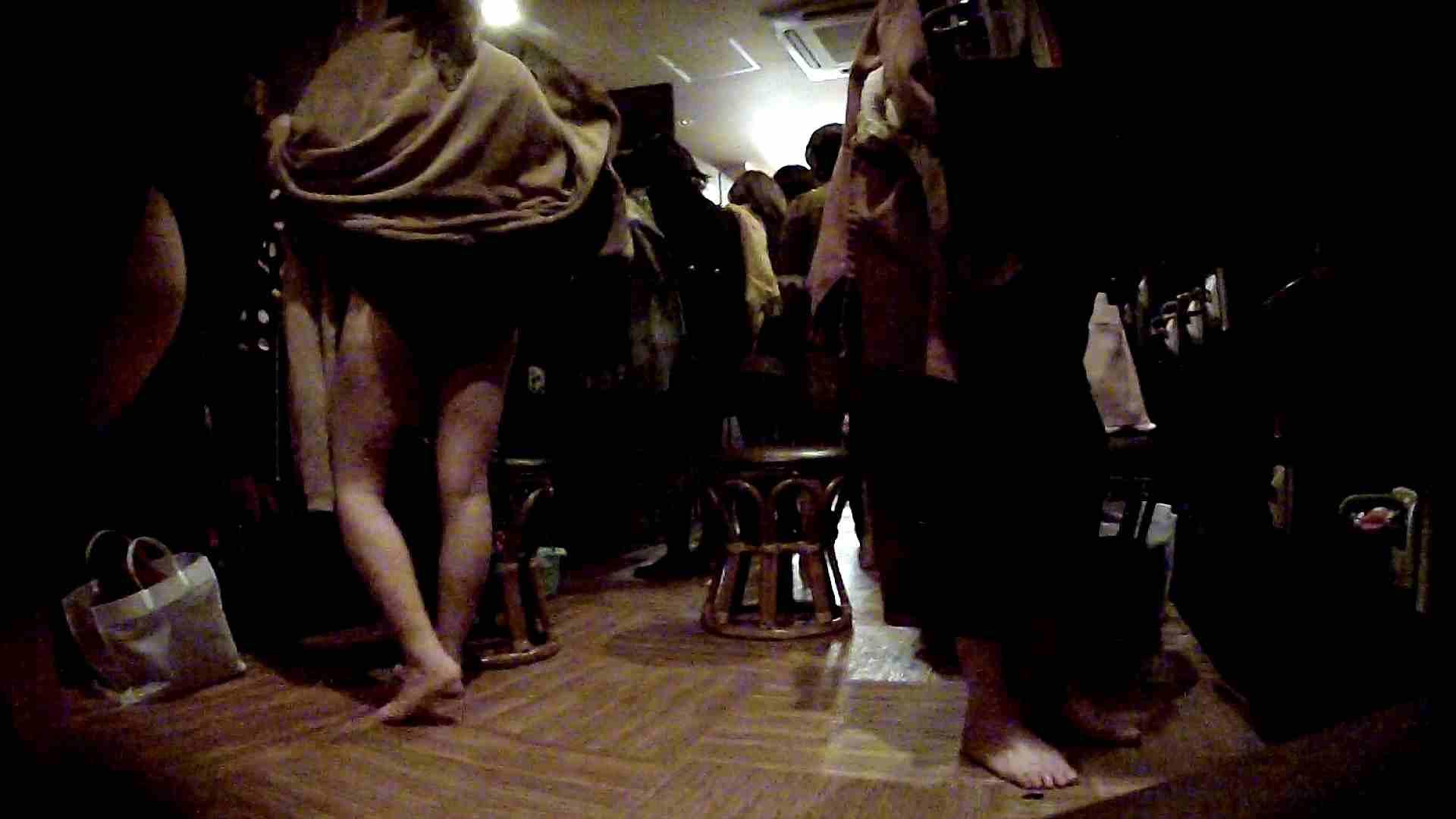 脱衣所!オムニバス 大混雑!注目はあの人の御御足でしょう。 潜入  67pic 38