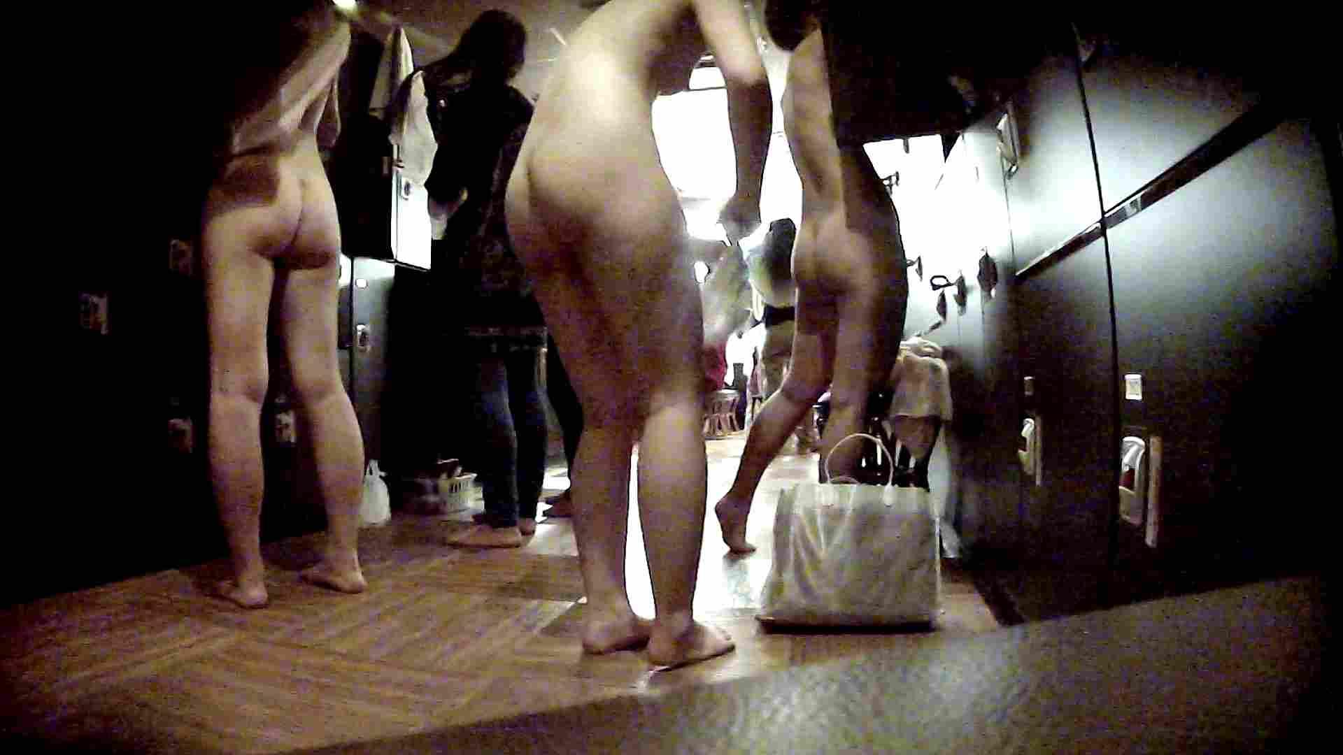 脱衣所!オムニバス 大混雑!注目はあの人の御御足でしょう。 潜入  67pic 63